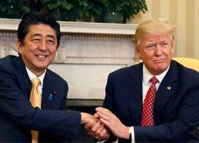Donald Trump y Shinzo Abe se citan en una partida de golf
