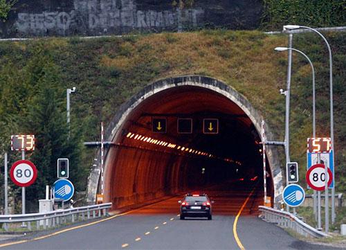 Precaución en los túneles