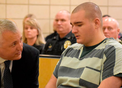 Richards, condenado oficialmente a cadena perpetua