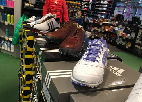 Los mejores zapatos de golf en Decathlon
